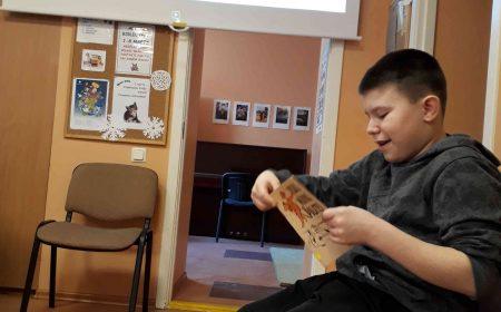 Skaļā lasīšana bibliotēkā